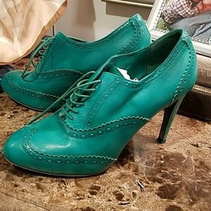 Cole Haan 8.5 Oxford style heels bright grn